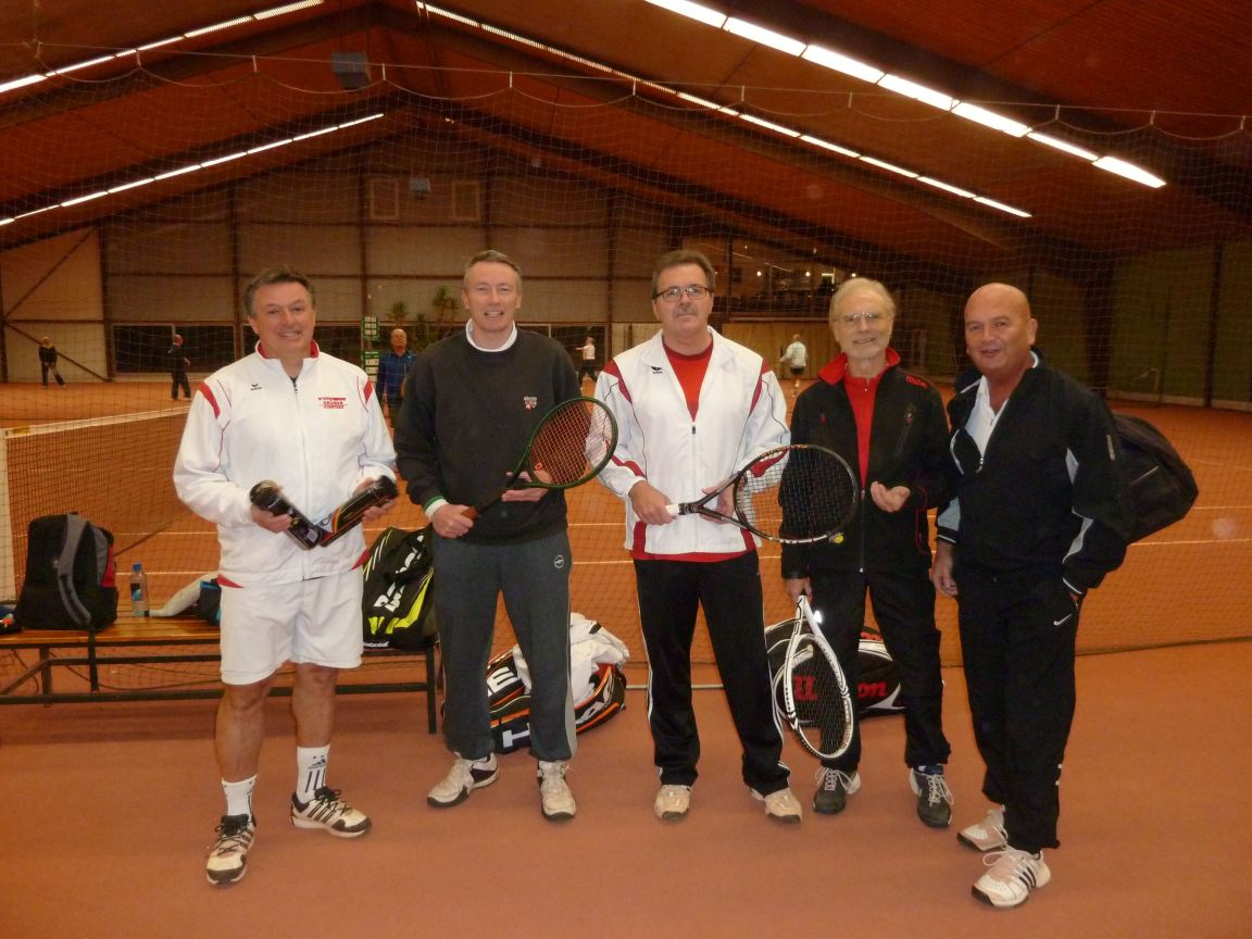 Alan & the Konstanz men's team in the Tennishalle. (Ahim on right)