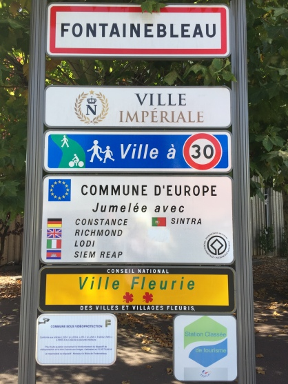 Fontainebleau twinning sign