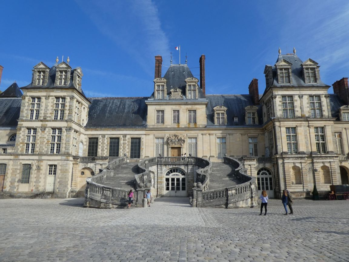 château de Fontainebleau close up